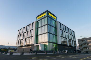 Neubau Logistikzentrum mit Lagerhallen und neuen Ausstellungsflächen: Reisser AG / Böblingen
